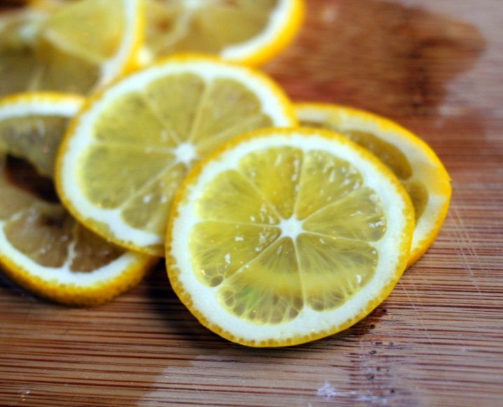 Close-up of lemon slices on a wooden chopping board