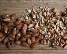Superfood Spotlight: Almonds