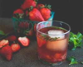 Rose, Rosé: Make This Petal-Infused Brunch Cocktail ASAP