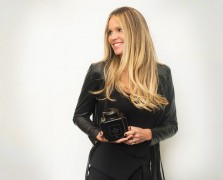Rose Gold + Coconut Oil: 35 Things You Need To Know About Elle Macpherson