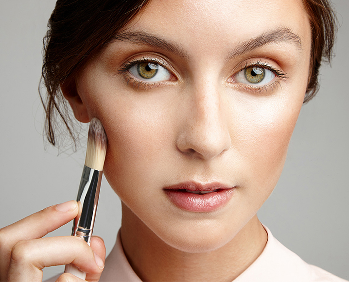Contouring + Highlighting: 3 Ways To Pull The Look Off Naturally (We Swear!)