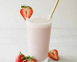 Pretty Little Things: Rose Strawberry Smoothie With Raw Honey