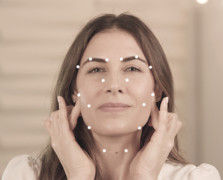 Facial Pressure Points: Try This Ridiculously Easy At-Home Beauty Hack